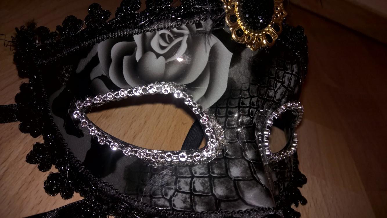 Schaurige Maskerade [venetianische Maske von Paloqueth] im Produkttest