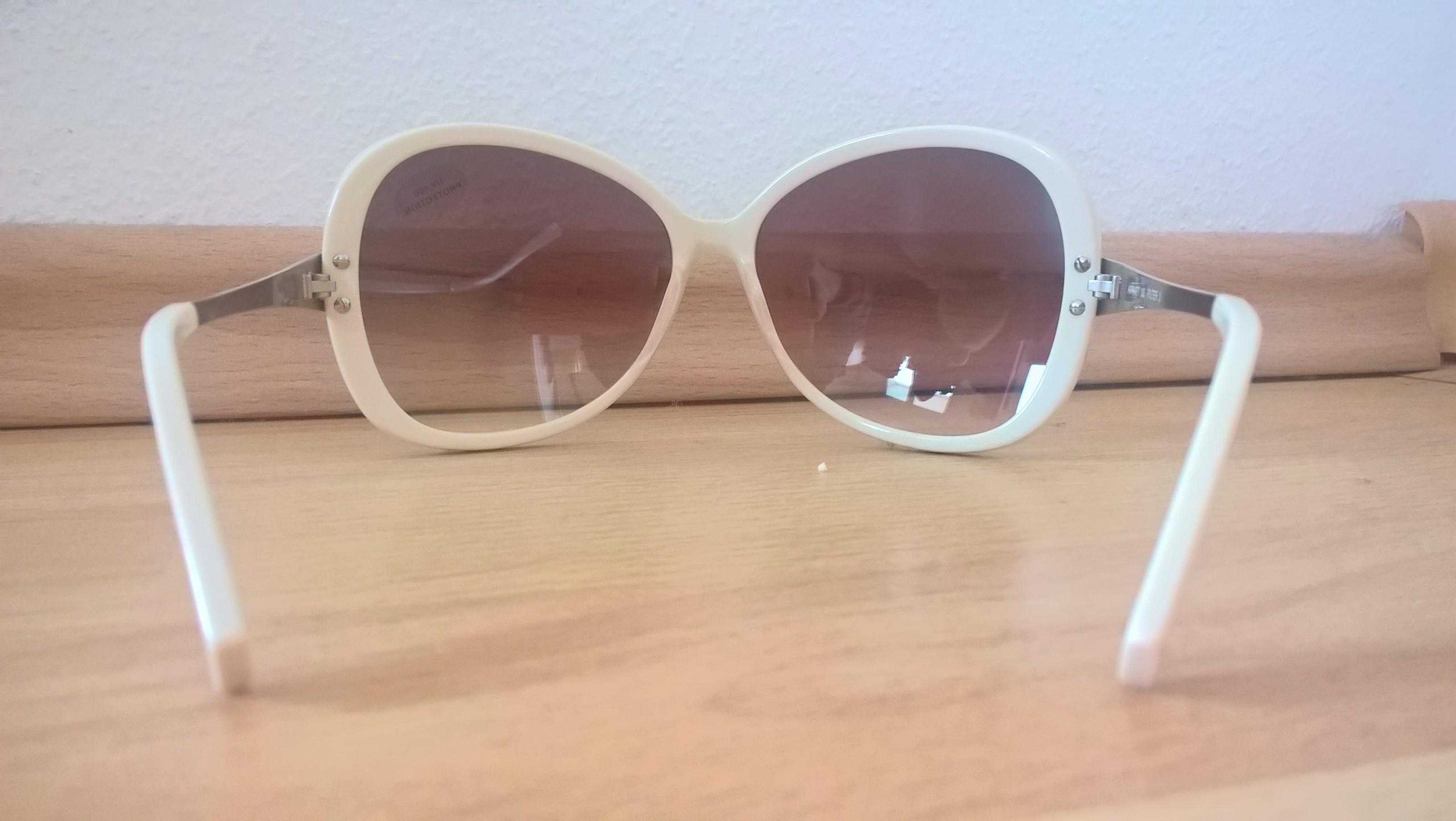 Durchblick mit Retro Charme [APART Sonnenbrille Weiß] im Produkttest